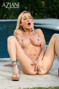 devon porn star gfullsize eccac aziani galleries pornstar devon enjoys showing personal bikini