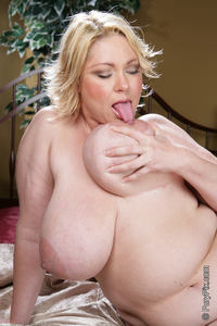 fat porn pictures solo fun fat chicks fatty playing titties