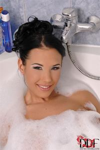 big bobs photos hot hosted tgp kyra hot pics shows off tits bubble bath gal