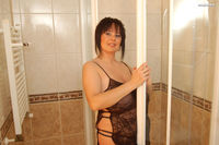big boob lady pics girls boobs takes shower