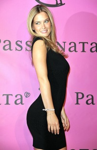 big sexy big butts bar refaeli showing sexy butts black dress legs