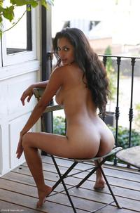 big tits pics pictures long haired latina girl tits isabelle
