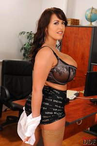 giant boob galleries gallery leanne crow ddfbusty secretary beshine january giant tits