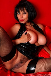 gigantic titties pics por tits brunette ass stockings high heels european latex mature milf mom dresses like dominatrix