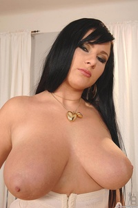 girls big jugs galleries gthumb xxxpics ddfbusty boobs brunette babe
