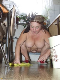 granny ass pics granny cleaning kitchen white naked ass blonde all