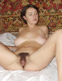 hairy sex pic gthumb xxxpics hairysexvideos busty brunette splitting hirsute pic