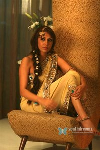 hot and sexy gallery indian models model pooja misrra bridal photo shoot masala hot sexy pictures southdreamz