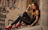 hot brunettes get retina macbook pro inch wallpapers brunettes leather girl beauty