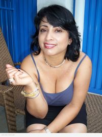 hot huge boobs pics kiranp boobs hot indian wife exposing cleavage topless pics desi page