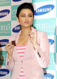 hot pic sexy girl hot sexy girl parineeti chopra launch samsung galaxy note iii portfolio