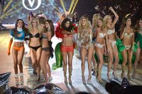 hot pics of hot models victoria secret fashion show hot lingerie models nyc