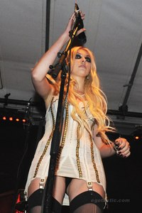 hot up skirt pictures taylor momsen hot upskirt see thorugh dress stage through