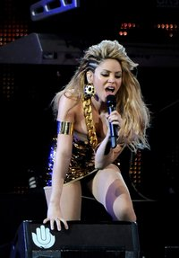 hot up skirt pictures shakira upskirt hot legs perfoming principales awards madrid