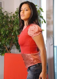 mini skirt sexy pics sunny leone looks hot sexy mini skirt red