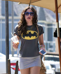 mini skirt sexy pics celebrities eliza doolittle sexy batman tshirt mini skirt