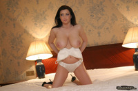 natural tits bra ewa sonnet takes off bra showing natural tits