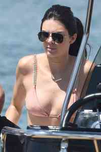 nipples sexy photos nudepics kendall jenner hard nipples cute sexy photo ass