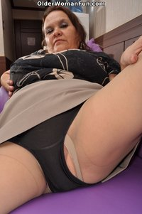 older pussy pics videos profiles galleries olderwomanfun gal pic photos year old granny gloria spreads pussy