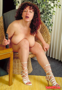 photos of chubby women cbfd chubby women about tits using toy onto shaved pussy