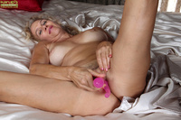 pussy pictures of older women girls showing pussy