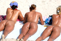 sexy girl butts pics three nude girls beach sunbathing their asses