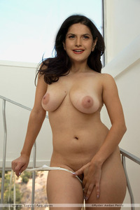 sexy pussy pics lyp nude sexy zarine khan pussy hides