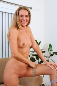 small tits image picpost thmbs small tits nude mature mom pics