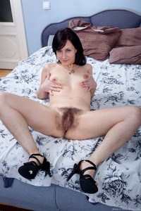 we hairy galleries kristy browneye bushy pussy hairy milf shows off unshaved ass