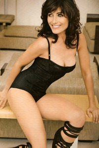 x pics lingerie lisa edelstein cuddy from house hot lingerie fhm magazine