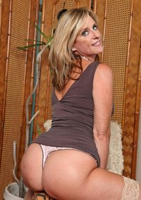 xxx mature woman page