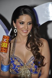 xxx pictures digzkyid qgemm sizzling hot sunny leone film shoot xxx energy drink mumbai photoalbum preview rediff bollywood photos shoots