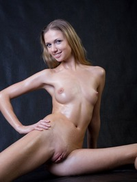 free pics of big pussy original nude young babes naked blonde exhibits pussy hot body