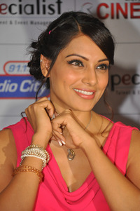 hot sexy porno pic bipasha basu beautiful photos red